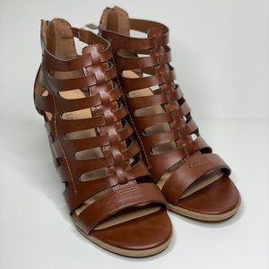 Indigo Rd. Brown strappy heeled sandals size 7
